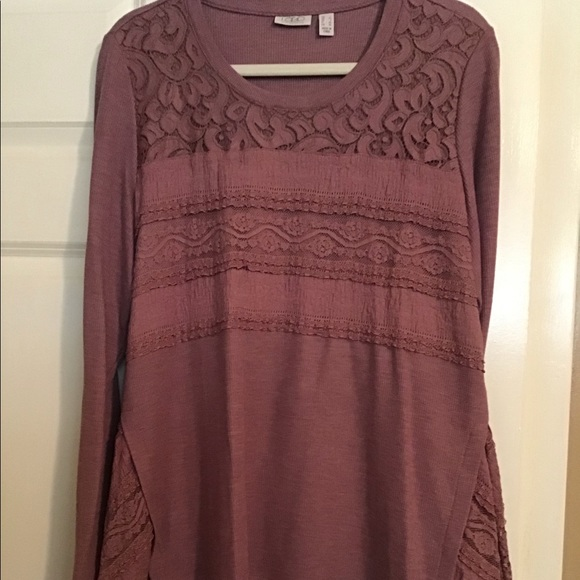 LOGO by Lori Goldstein Tops - Lori Goldstein thermal top with lace details